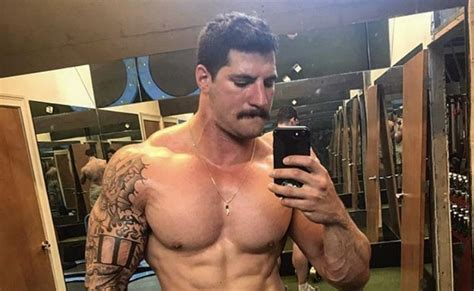 Packers FB Danny Vitale is a Stud Muffin